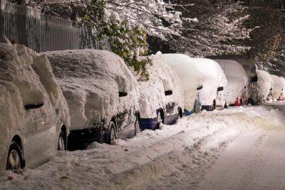 La nieve rompe mi coche